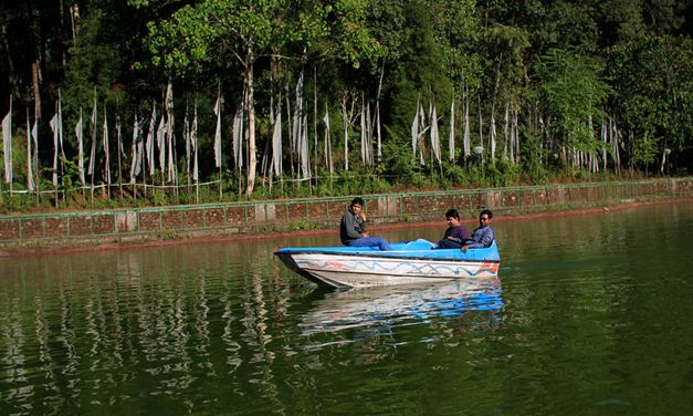 aritar-lake-boating